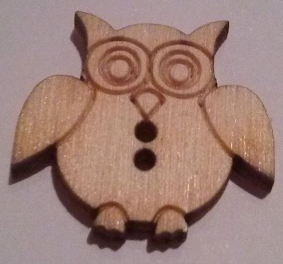 Hobbistica creativa bottoni decorativi in legno gufetti for Hobbistica legno
